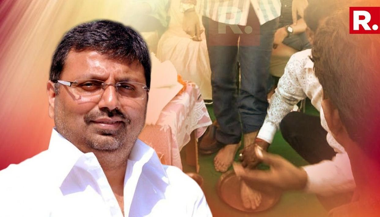 KARYAKARTA WASHES BJP MP'S FEET, DRINKS THE WATER