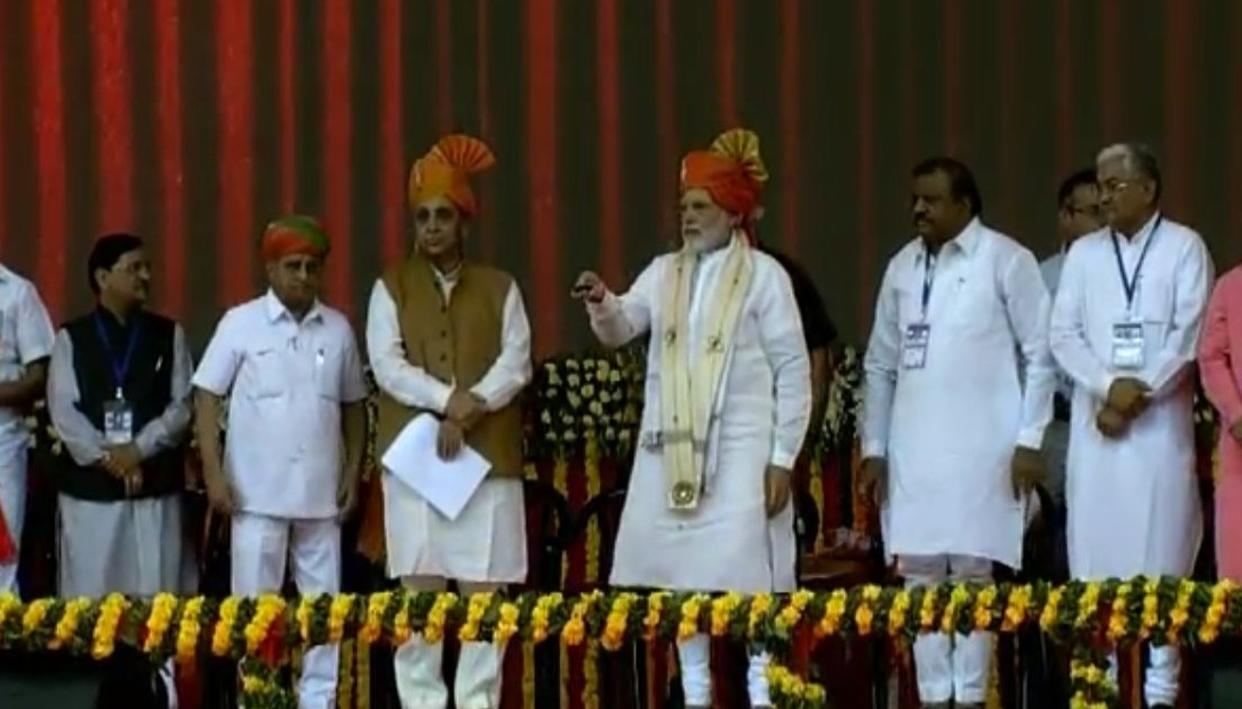LIVE UPDATES: MODI IN GUJARAT