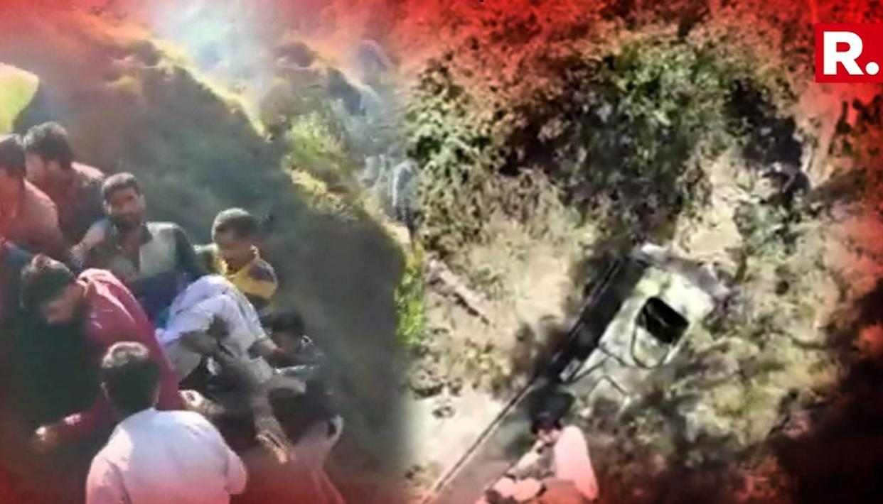 15 PEOPLE KILLED AS MINIBUS FALLS INTO A GORGE IN JAMMU AND KASHMIR
