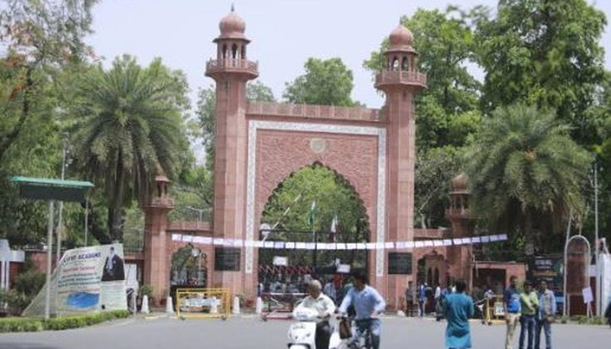 3 AMU STUDENTS SUSPENDED AFTER HOLDING PRAYER MEETING FOR MANAN WANI