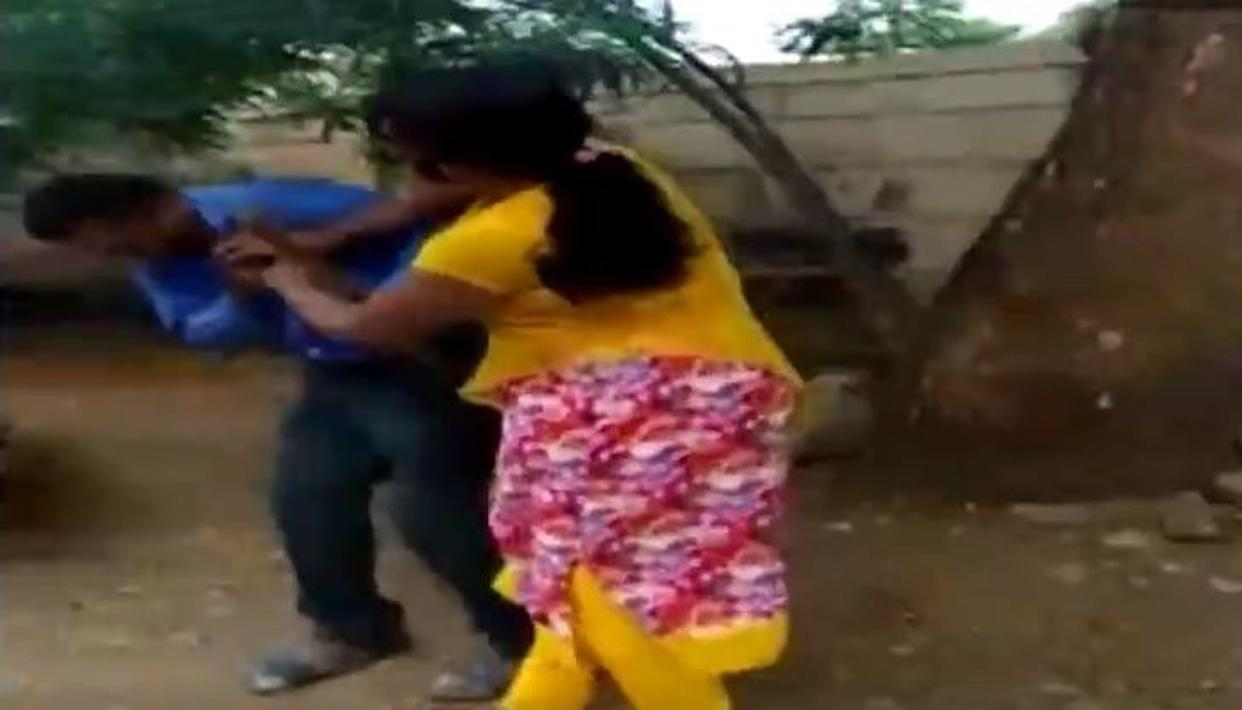 KARNATAKA WOMAN THRASHES BANK MANAGER FOR ASKING FAVORS