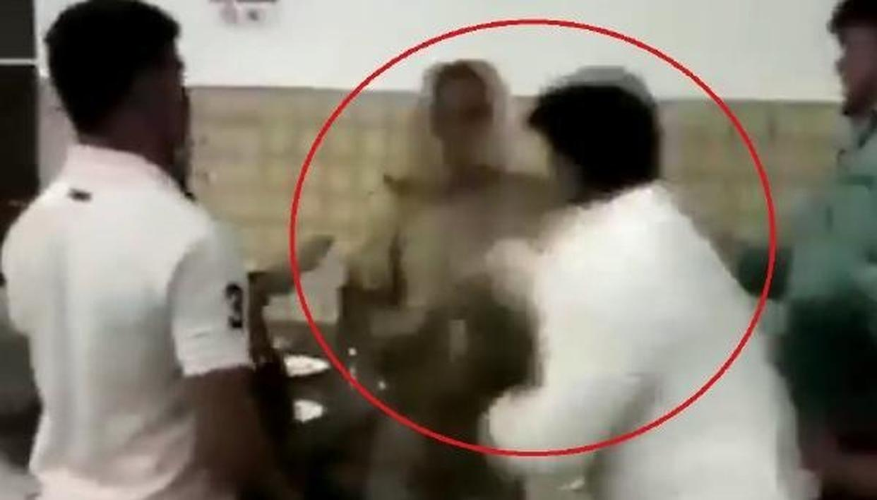 BJP पार्षद की गुंडई, यूपी पुलिस के दारोगा और महिला वकील से की पिटाई - VIDEO