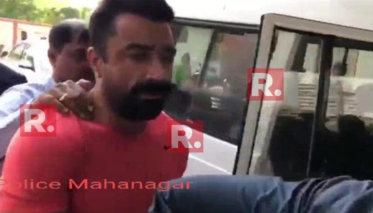 Video : ड्रग्स के साथ गिरफ्तार हुए एक्टर एजाज खान ने कहा - मुझे फंसाया जा रहा है.