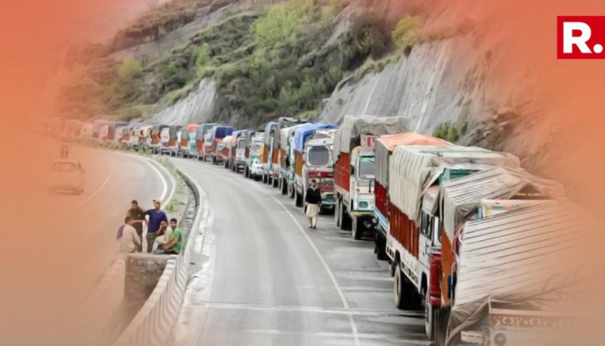 Jammu-Srinagar National Highway reopens for one-way traffic after heavy snowfall