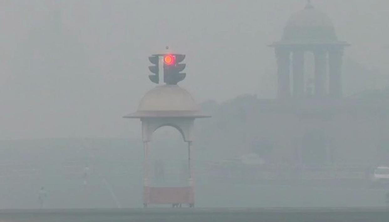 DELHI AIR QUALITY GOES DOWN TO HAZARDOUS LEVEL