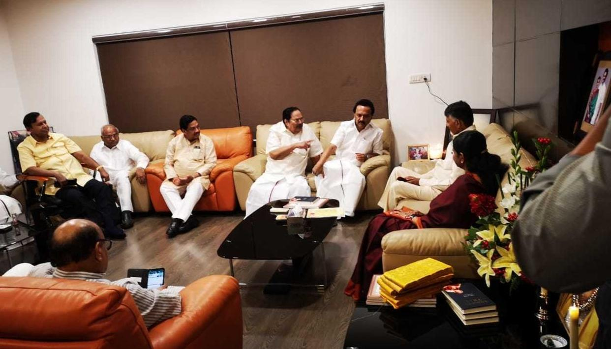 CHANDRABABU NAIDU MEETS DMK CHIEF STALIN TO CARRY FORWARD TALKS ON UNITED ALLIANCE FRONT. LIVE UPDATES HERE