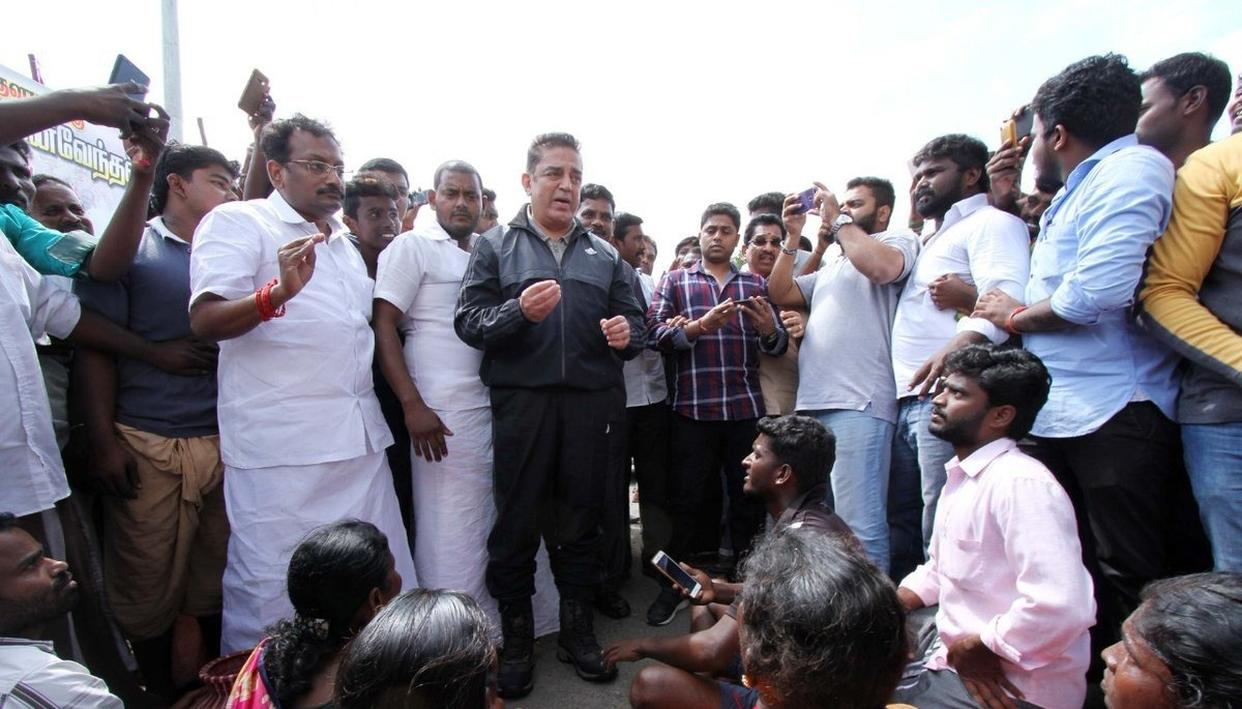 KAMAL HASSAN DISPATCHES RELIEF MATERIAL WORTH 1.2 CRORES IN CYCLONE AFFECTED AREAS IN TN