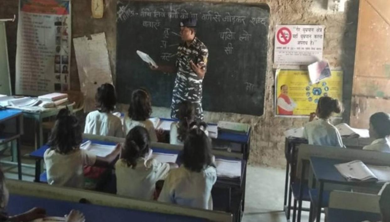 JHARKHAND CRPF JAWANS TEACH IN SCHOOL