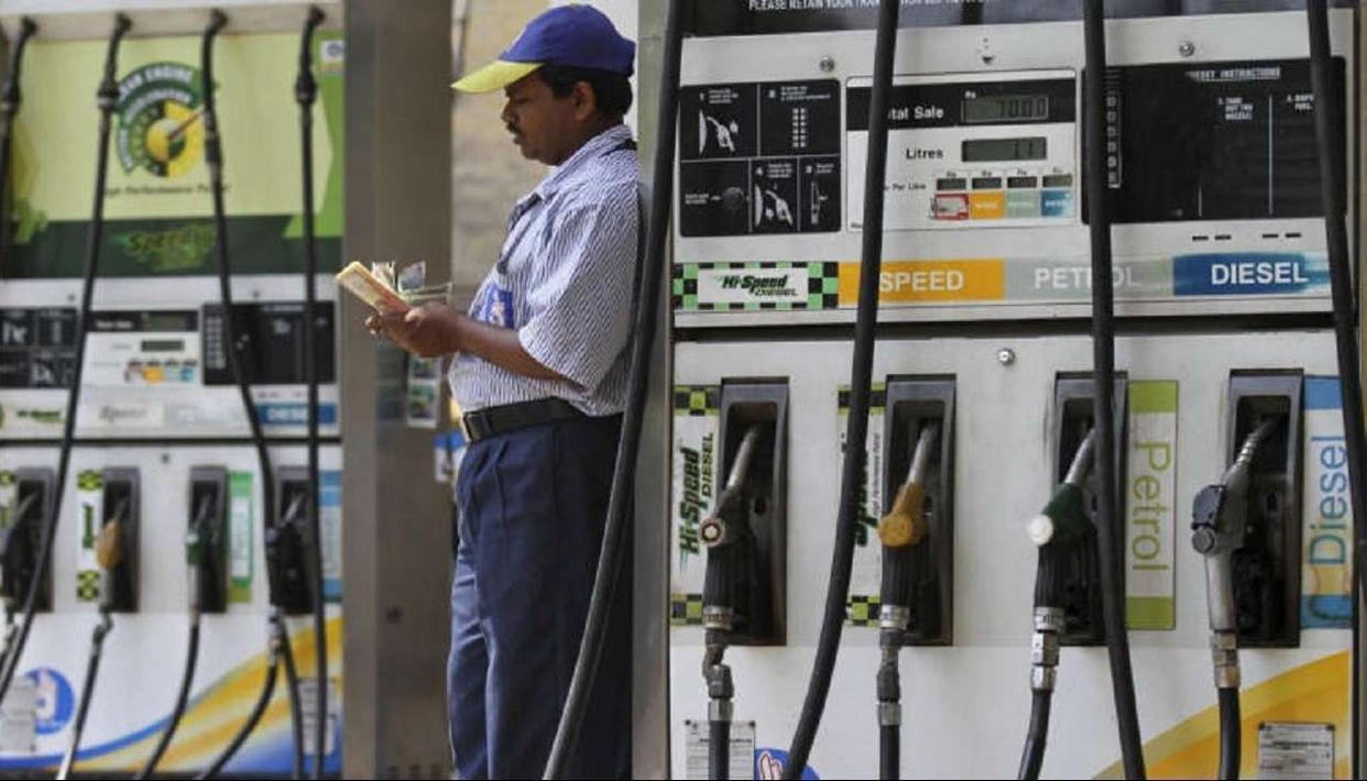 2019 आम चुनाव से पहले तेल कंपनियों की बड़ी सौगात, इतने हजार पेट्रोल पंपों का होगा आवंटन...