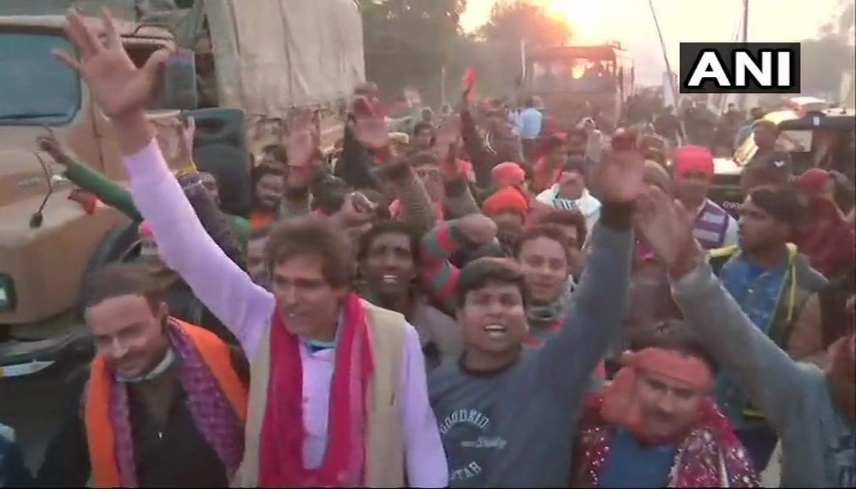 अयोध्या में राम मंदिर के निर्माण पर चर्चा के लिए धर्म सभा में हजारों श्रद्धालुओं के पहुंचने का दावा