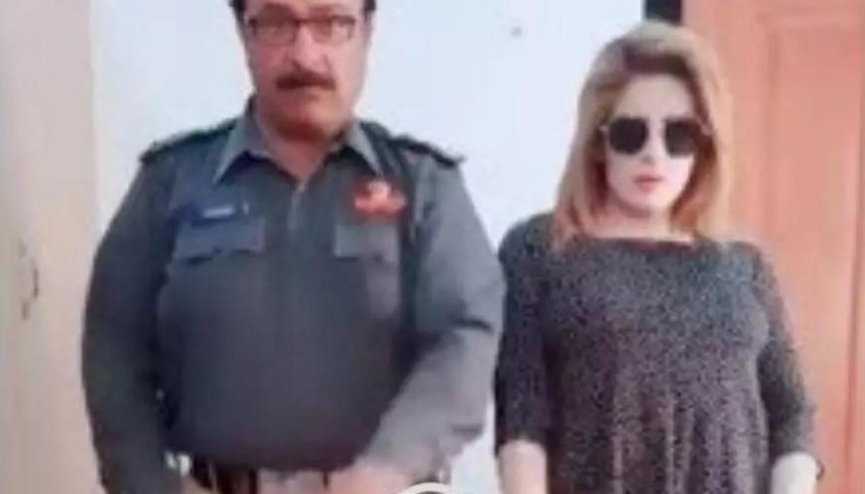 गोविंदा के गाने पर पाकिस्तान के पुलिस अफसर ने किया डांस, वीडियो वायरल होने के बाद हुए सस्पेंड ..