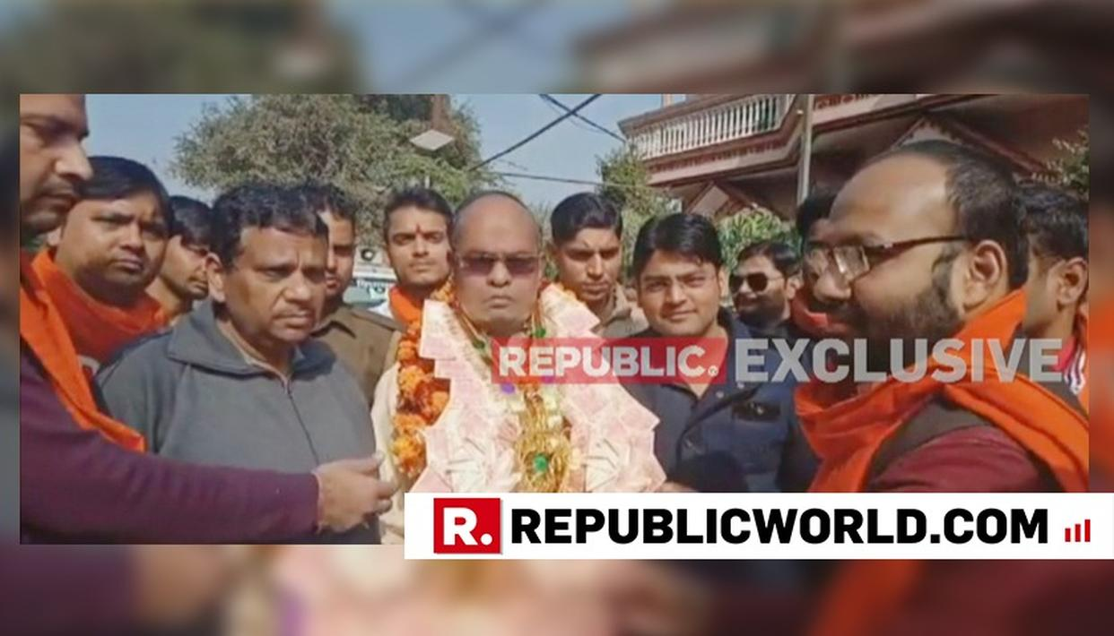 BULANDSHAHR VIOLENCE | WATCH: BJP MLA FROM SIANA CELEBRATES TRANSFER OF SSP WITH FRINGE GROUPS,  IS GARLANDED BY THEM