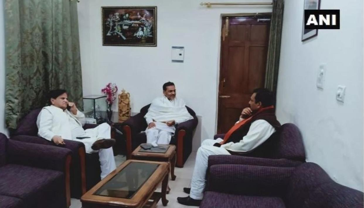 AFTER RESIGNING FROM NDA, UPENDRA KUSHWAHA HOSTS CONGRESS LEADER AHMED PATEL