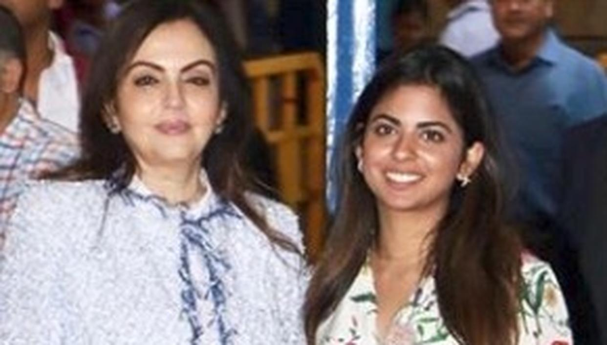 WATCH: ISHA AMBANI MAKES A STUNNING APPEARANCE WITH MOTHER NITA AMBANI POST WEDDING