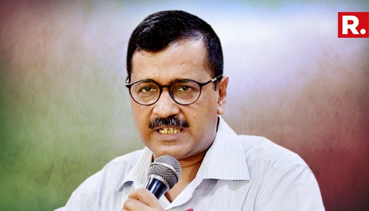 UNION MINISTER NITIN GADKARI COMES TO RESCUE, AS BJP WORKERS HECKLE ARVIND KEJRIWAL BY COUGHING