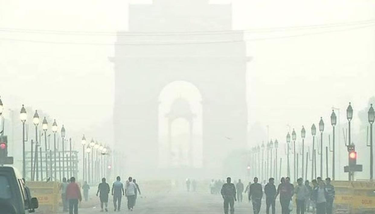 DELHI'S AIR QUALITY SLIGHTLY IMPROVES, MAY TURN 'SEVERE' AGAIN