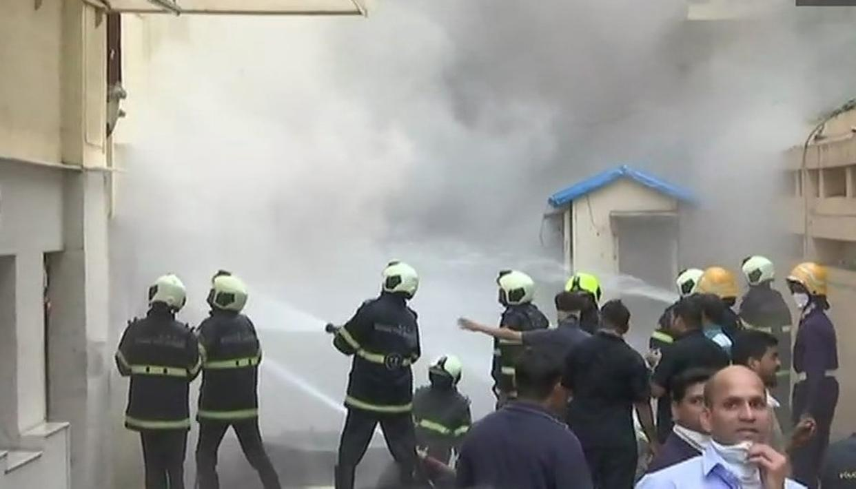 LIVE UPDATES: LEVEL-3 FIRE BREAKS OUT AT SADHANA HOUSE NEAR WORLI, MUMBAI