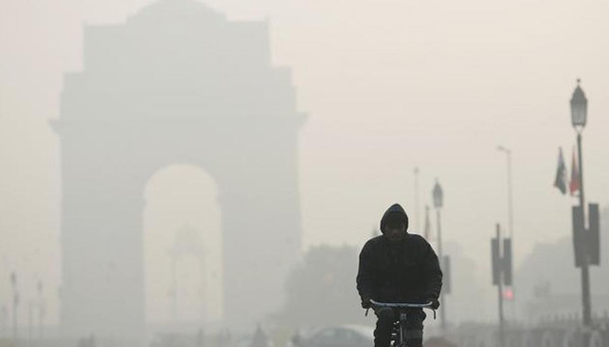 "DELHI GASPS FOR BREATH AGAIN AS AIR QUALITY DIPS TO ""VERY POOR"""