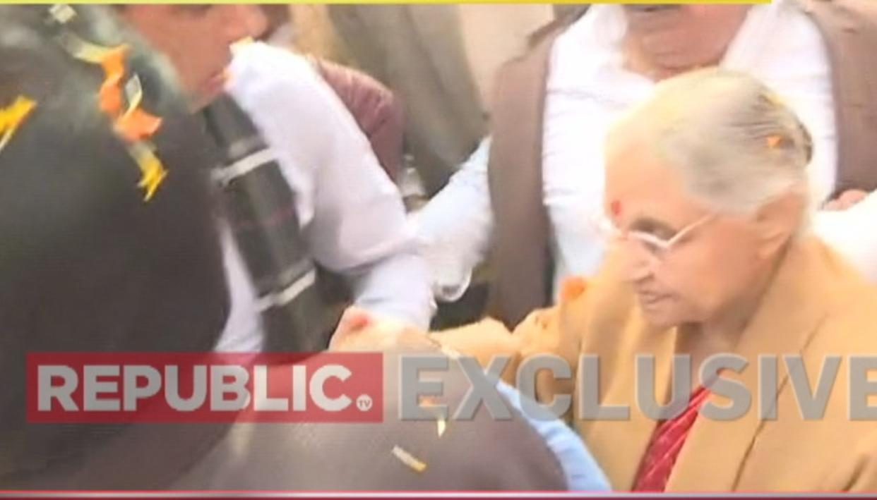 WATCH: REPUBLIC TV CONFRONTS SHEILA DIKSHIT ON PRESENCE 1984 ANTI-SIKH RIOTS ACCUSED JAGDISH TYTLER AT HER SWEARING-IN CEREMONY