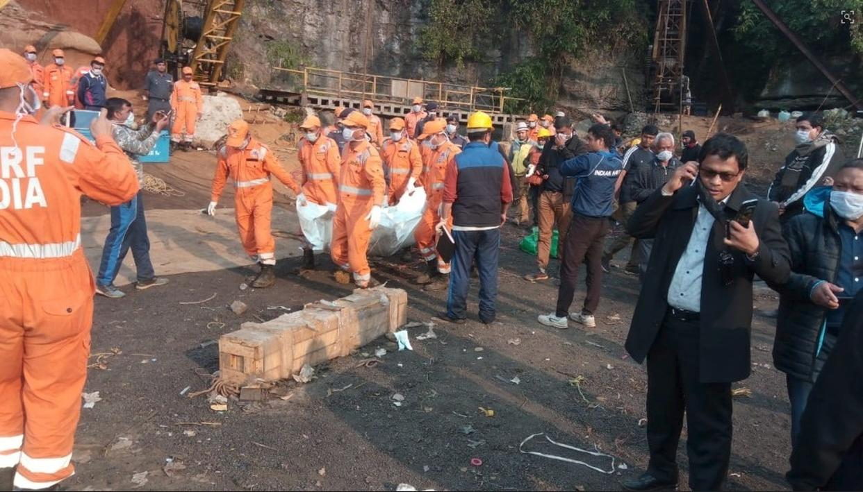 MEGHALAYA MINE TRAGEDY: INDIAN NAVY PULLS OUT ONE MINER'S BODY FROM RAT-HOLE MINE
