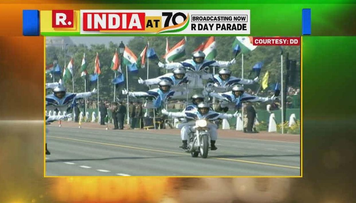REPUBLIC DAY 2019 | WATCH THIS: CORPS OF THE MOTORCYCLE TEAM DISPLAY GRAVITY-DEFYING DAREDEVILRY AT THE REPUBLIC DAY PARADE