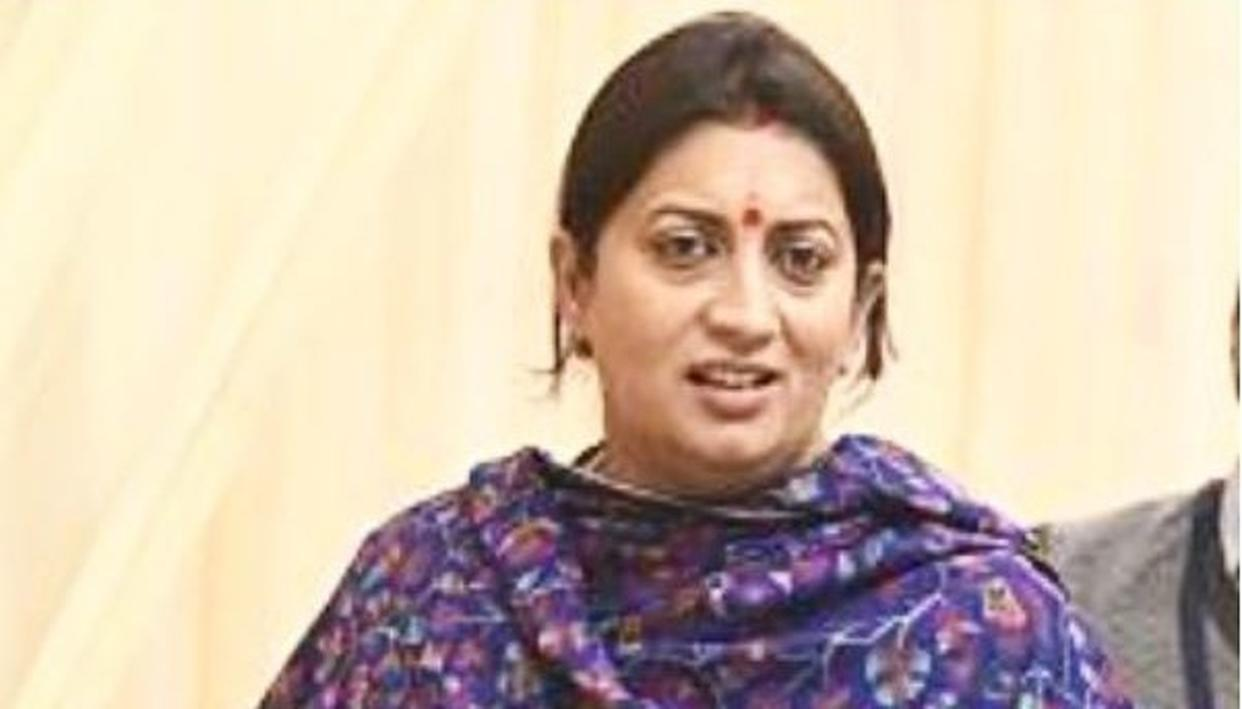 HILARIOUS: 'THAT LOOK WHEN SOMEONE SAYS AAP SUNDAY KO BHI KAAM KARTI HAI' QUIPS SMRITI IRANI IN VIRAL POST