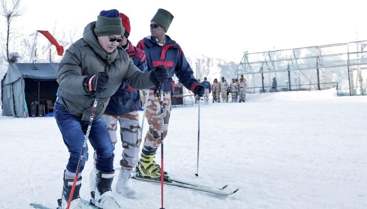 WATCH: UNION MINISTER KIREN RIJIJU TAKES A JOYRIDE ON SNOW SCOOTER ALONG WITH ITBP & SSB OFFICERS IN AULI