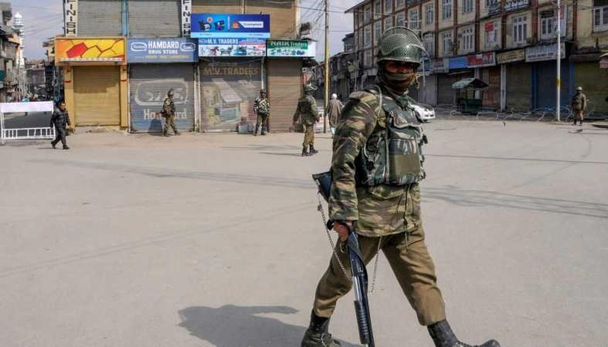 CURFEW CONTINUES WITHOUT RELAXATION IN JAMMU, EFFORTS ON TO RESTORE NORMALCY