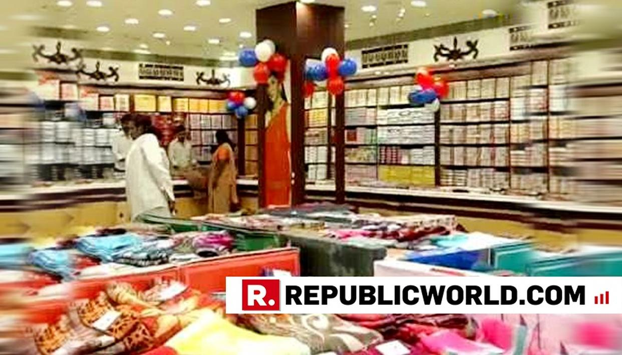 STAMPEDE-LIKE SITUATION AT TELANGANA MALL AFTER SHOP OFFERED SAREES FOR RS 10