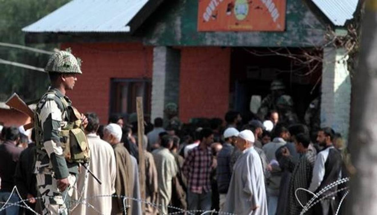 MINISTRY OF HOME AFFAIRS BRIEFS EC ABOUT JAMMU & KASHMIR SITUATION ON HOLDING SIMULTANEOUS LS, ASSEMBLY POLLS