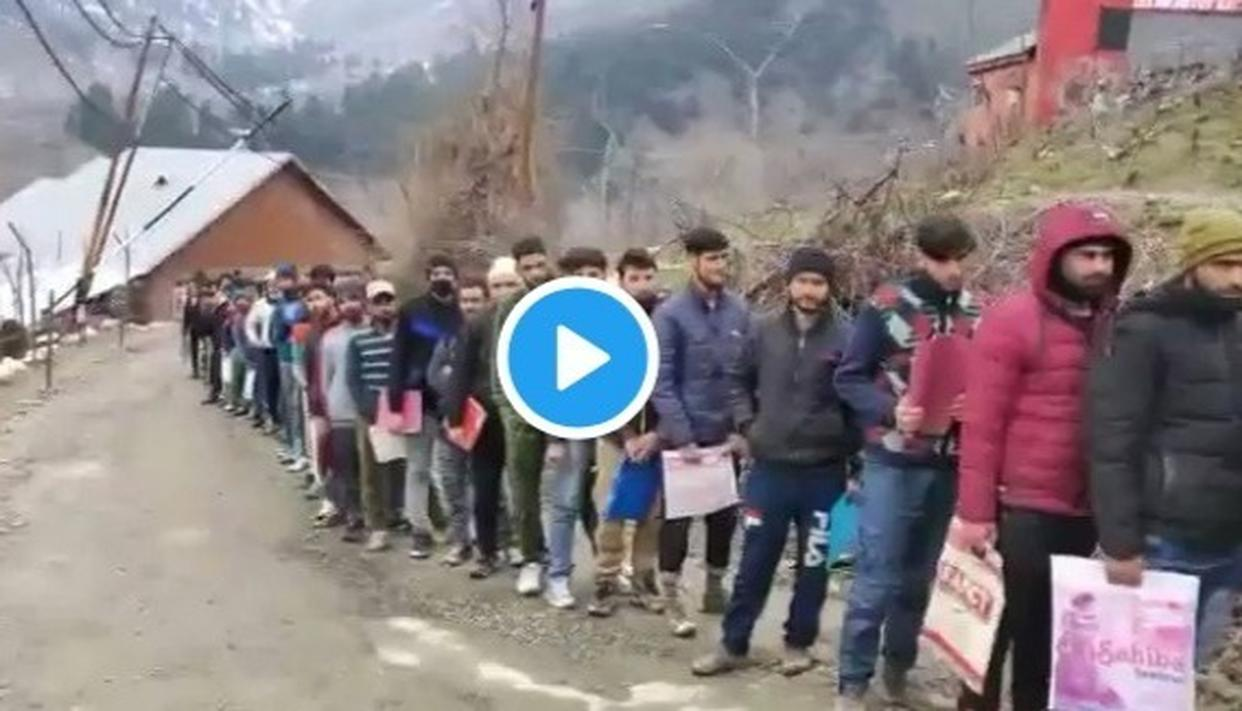 LOOK AT THIS: ENDLESS LINE AT INDIAN ARMY'S RECRUITMENT DRIVE IN NORTH KASHMIR AS UNDAUNTED YOUTH TURN UP IN DROVES