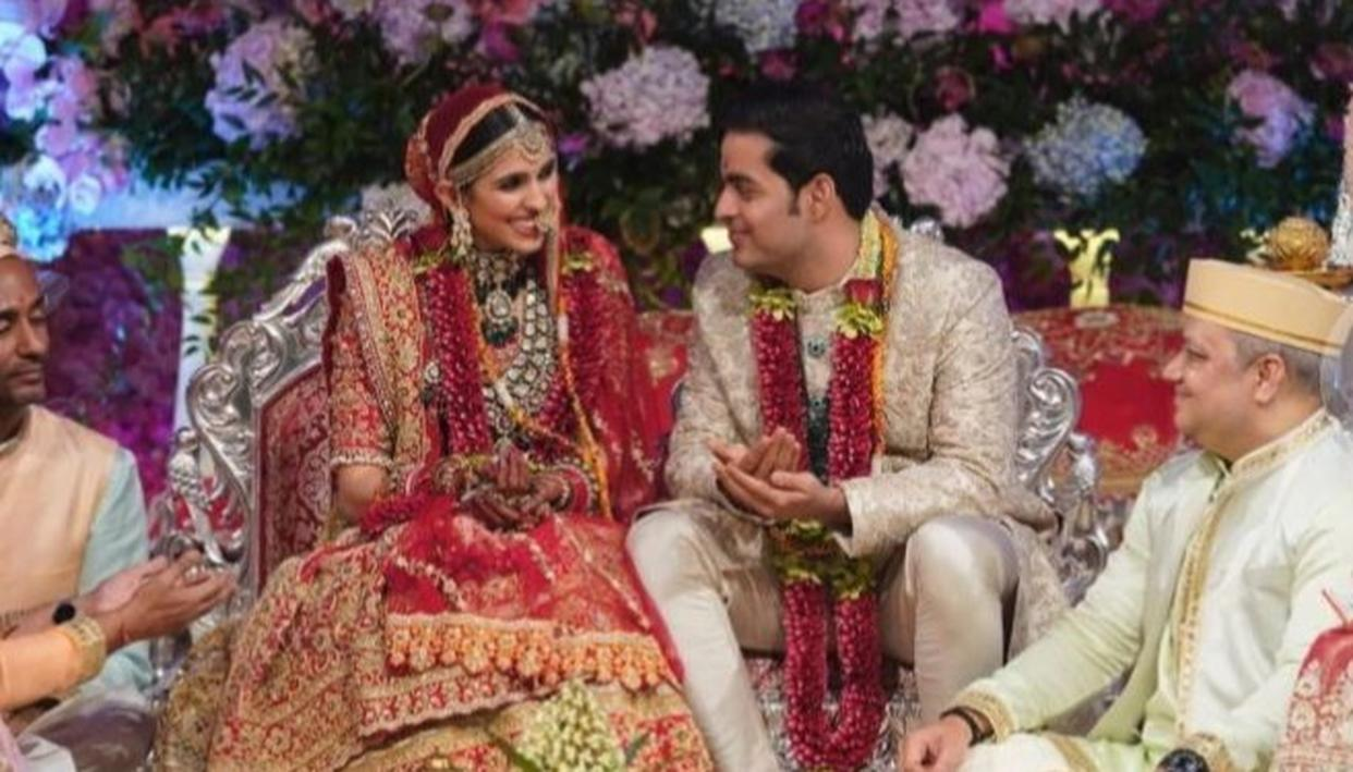 IT'S OFFICIAL: AKASH AMBANI AND SHLOKA MEHTA MAKE FOR A STUNNING REGAL COUPLE IN THEIR FIRST PICTURES AS HUSBAND AND WIFE