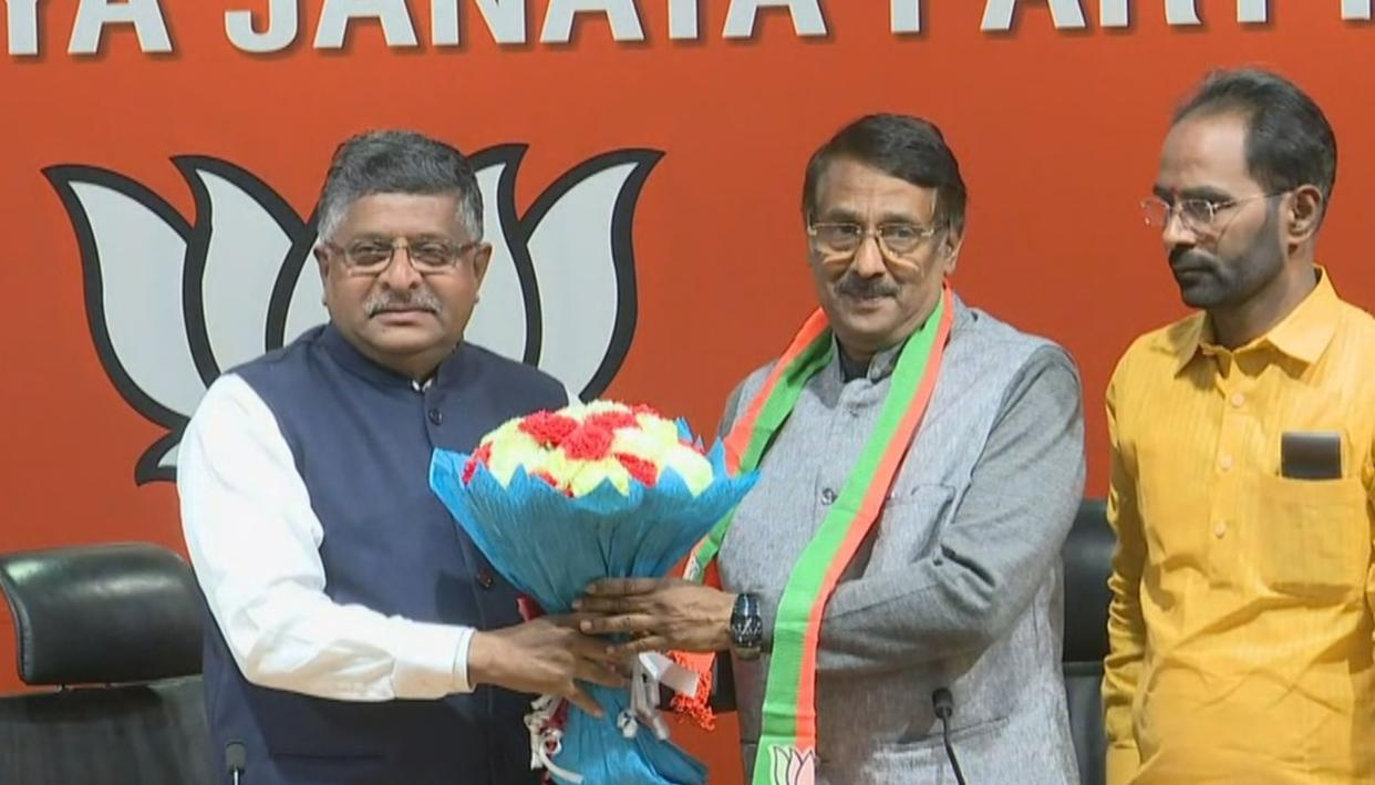 HUGE BLOW FOR CONG: TOM VADAKKAN JOINS BJP