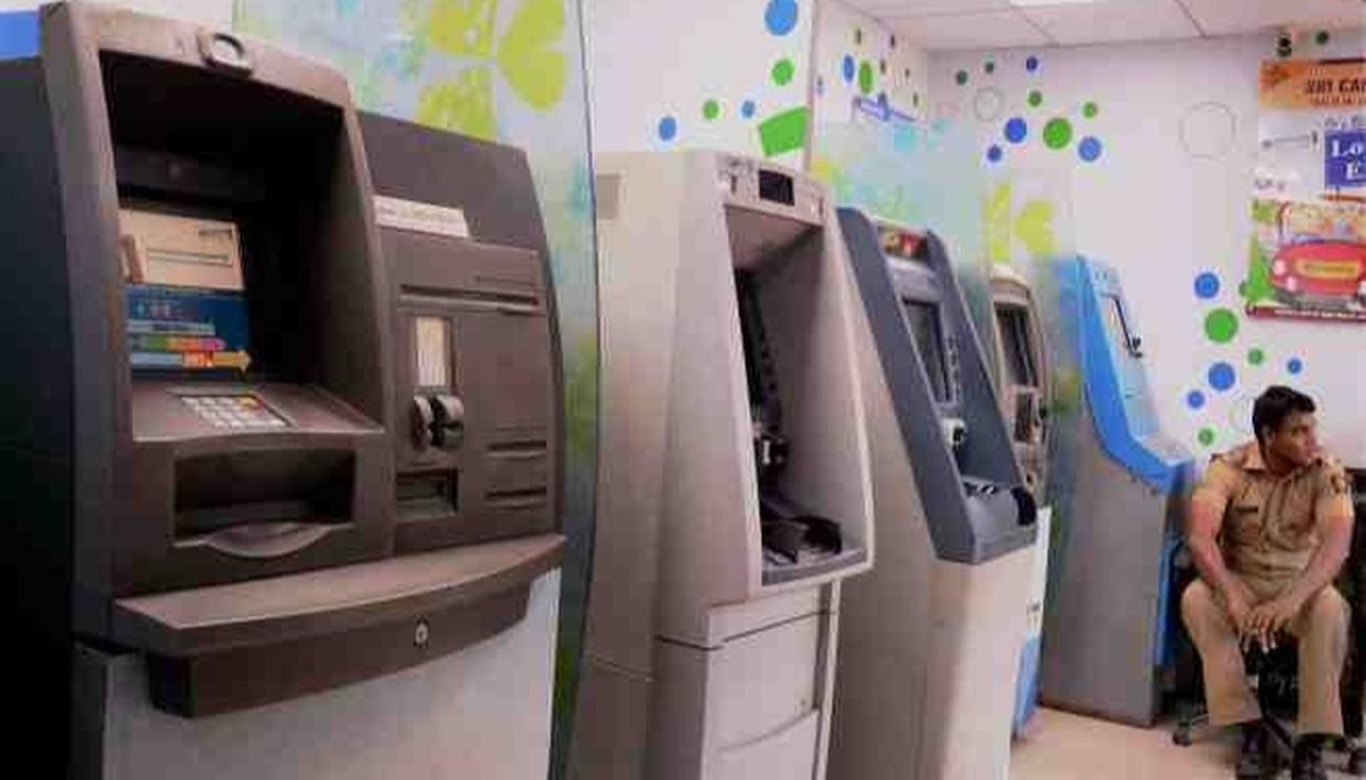 ROBBERS FLEE WITH ENTIRE ATM MACHINE WITH AROUND RS 30 LAKH IN DELHI