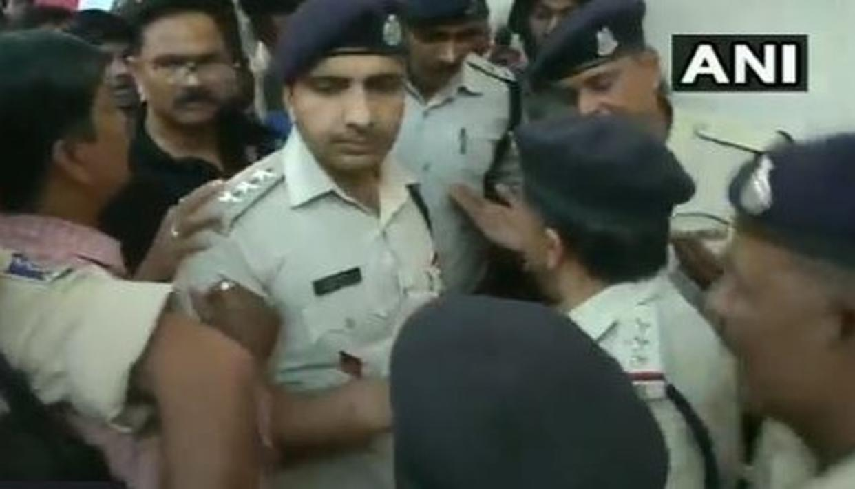 WATCH   AMIDST HIGH VOLTAGE DRAMA OVER THE IT RAIDS IN BHOPAL, CRPF PERSONNEL AND MADHYA PRADESH POLICE CLASH