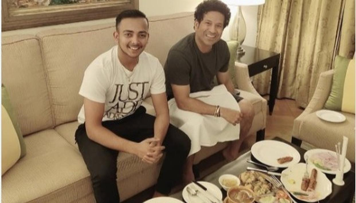 PRITHVI SHAW AND SACHIN TENDULKAR HAVE DINNER, NETIZENS HAVE A FIELD DAY