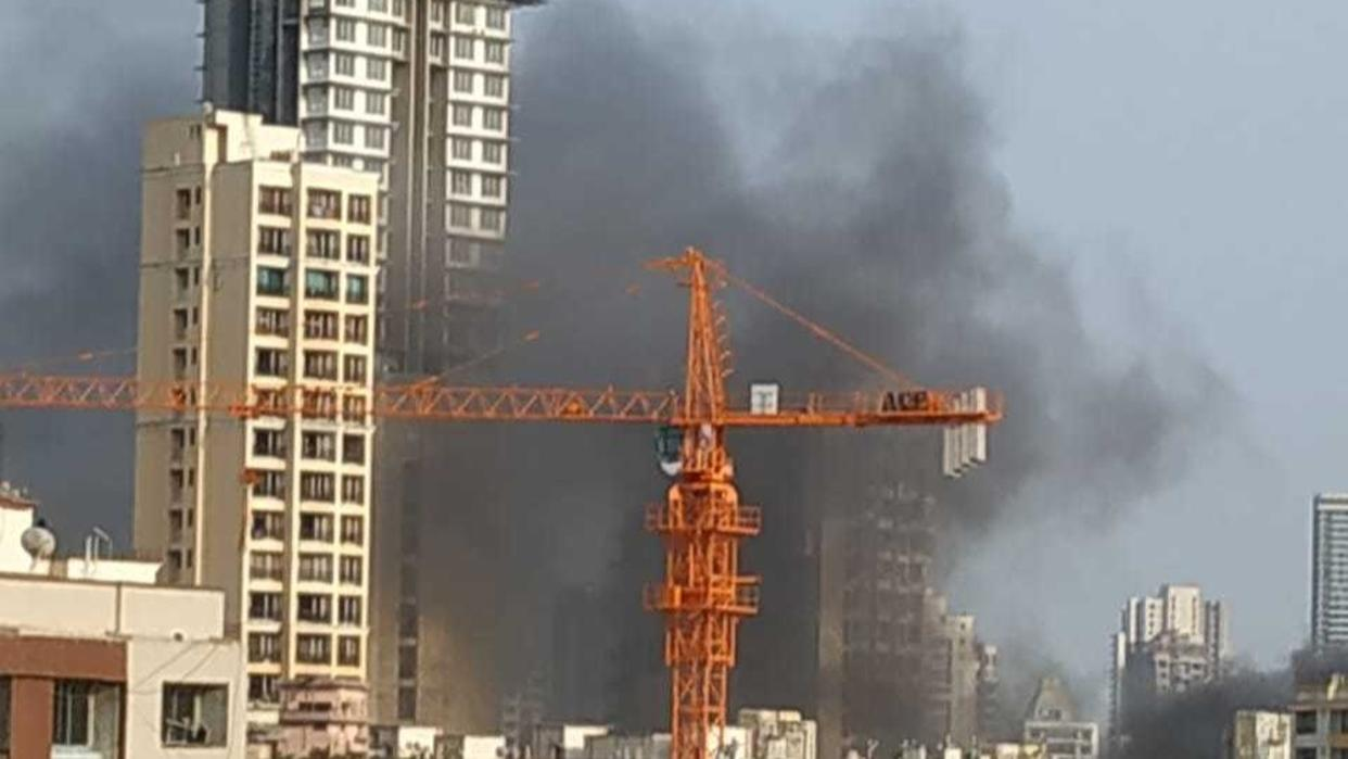 FIRE BREAKS OUT AT SUPERMARKET IN MUMBAI'S MAHIM; FIRE TENDERS RUSHED TO THE SPOT. LIVE UPDATES