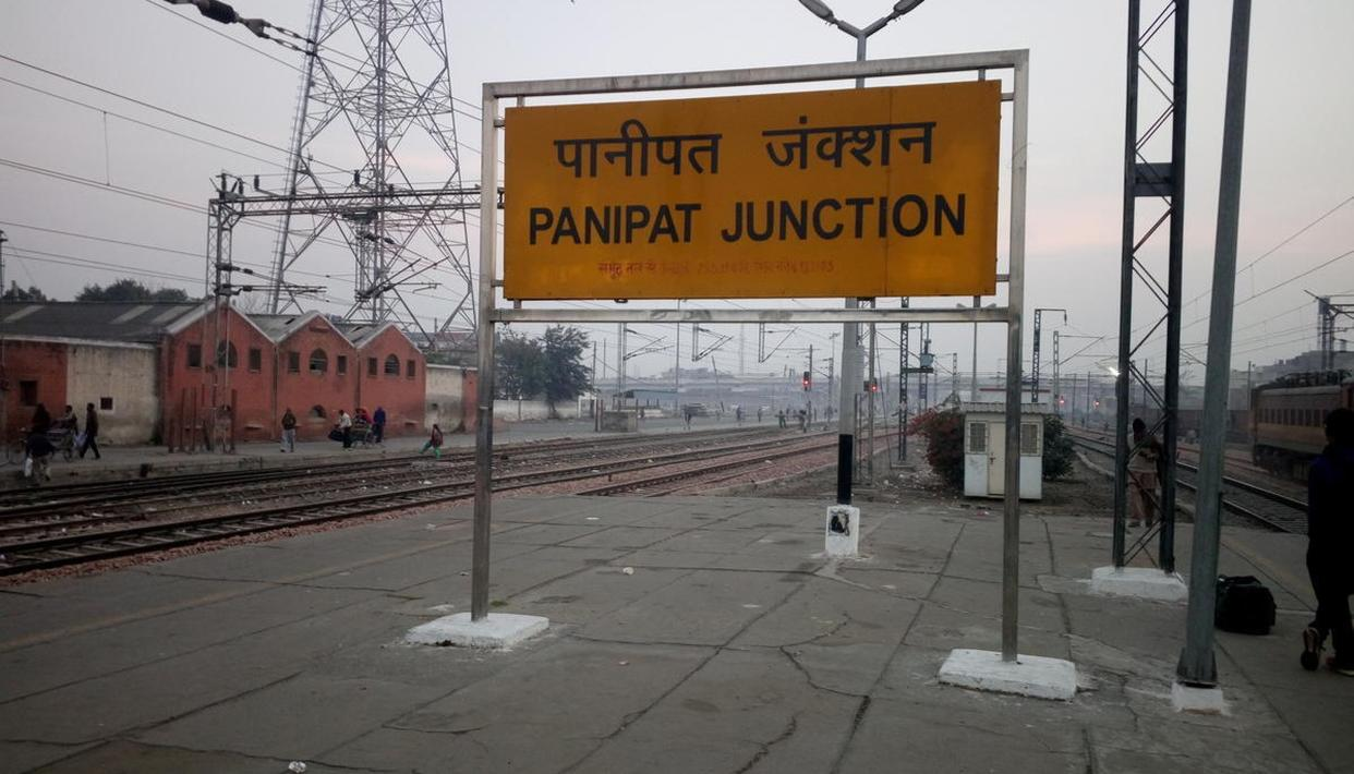 THREE CRAZY- YOUTHS CRUSHED BY TRAIN IN HARYANA