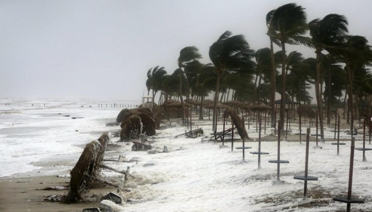 CYCLONE FANI HITS: LATEST UPDATES ON TRAIN AND FLIGHT SERVICES HERE