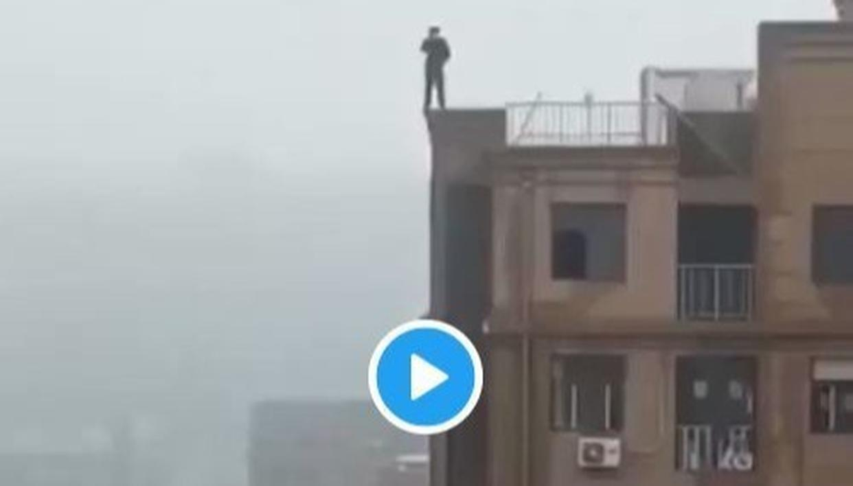 MUMBAI POLICE SHARES A DISTURBING VIDEO OF MAN FALLING FROM A BUILDING WHILE CLICKING A SELFIE, FACES BACKLASH FROM TWITTERATI