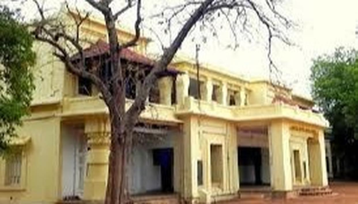 NEWLY-MARRIED COUPLE FOUND DEAD ON CAMPUS OF VISVA-BHARATI UNIVERSITY