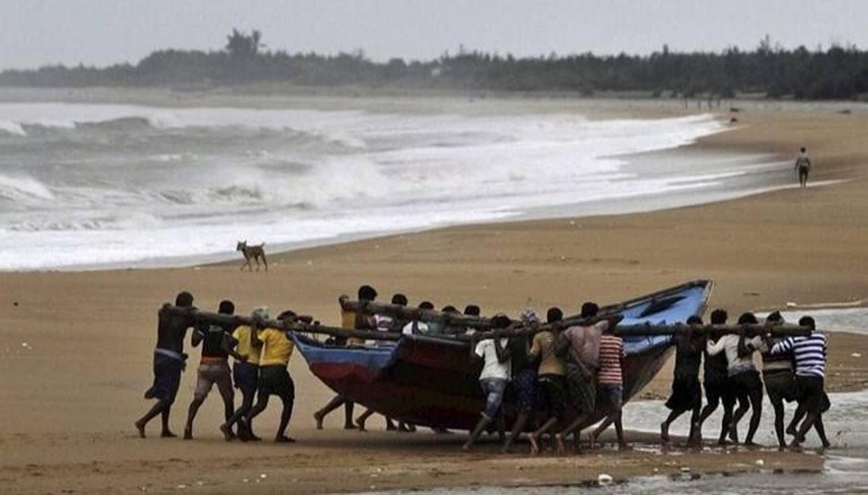 TAMIL NADU: FISHERMEN UTILIZE 61 DAYS FISHING BAN PERIOD TO REPAIR BOATS,NETS
