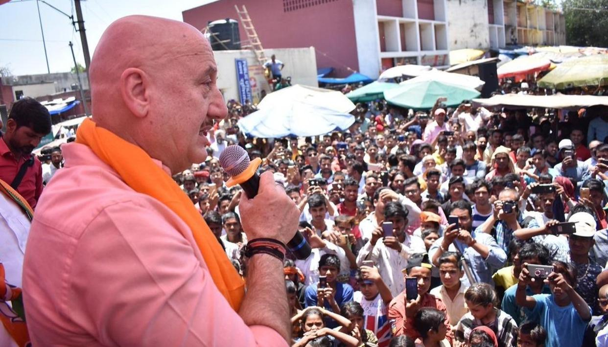 WATCH: DID THE 'OPPOSITION PLANT' PEOPLE TO QUESTION ANUPAM KHER OVER BJP'S 2014 MANIFESTO DURING KIRRON KHER'S CAMPAIGN? HERE'S THE ACTOR'S VIEW