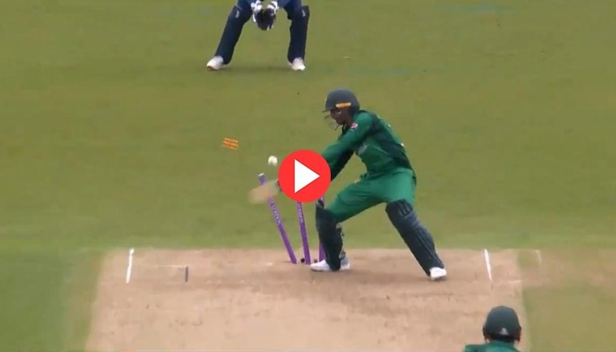 WATCH | 'DON'T SEE THIS TOO OFTEN!': SHOAIB MALIK'S BIZARRE DISMISSAL LEAVES THE NETIZENS IN SPLITS