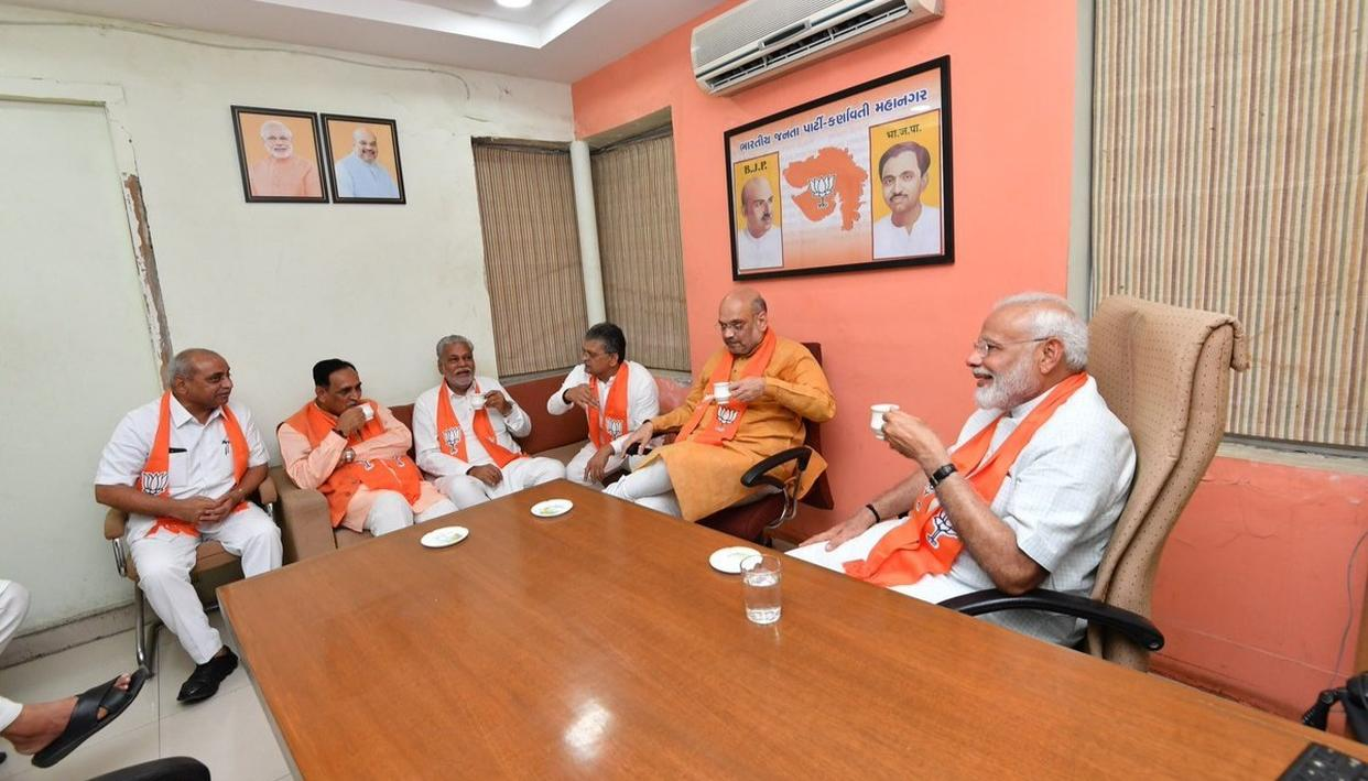 """PM MODI VISITS PARTY OFFICE FROM WHERE HE OPERATED INITIALLY, SAYS """"LEARNT A LOT SITTING IN A SMALL ROOM"""""""