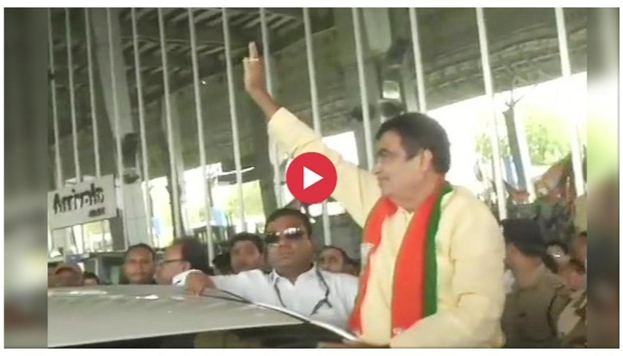WATCH: UNION MINISTER NITIN GADKARI WELCOMED BY LOUD CHEERS AND DHOL BEATS AT NAGPUR AIRPORT