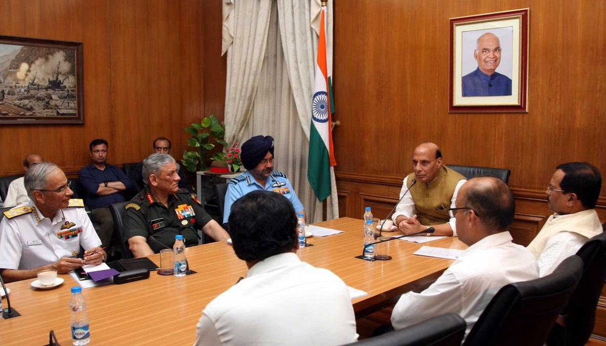 RAJNATH SINGH FLIES TO SIACHEN GLACIER TO REVIEW SECURITY SITUATION, HIS FIRST VISIT AS DEFENCE MINISTER