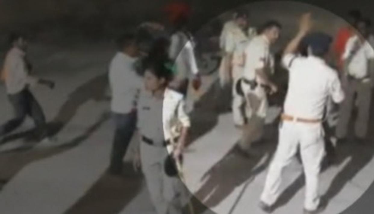 SHOCKING POLICE BRUTALITY ON DISPLAY IN M.P'S MORENA AS PERSONNEL DRAG CORPSE AND BEAT UP VICTIM'S KIN