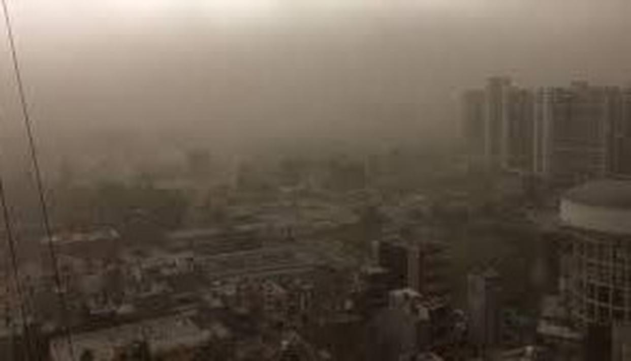 DELHI AIPORT RESUMES OPERATIONS AFTER DUST STORM SUSBSIDES