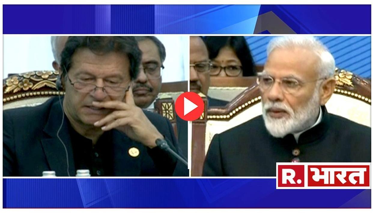PM मोदी के संबोधन के दौरान हताश पाक पीएम इमरान खान माइक्रोफोन पर फुसफुसाते नजर आए-VIDEO